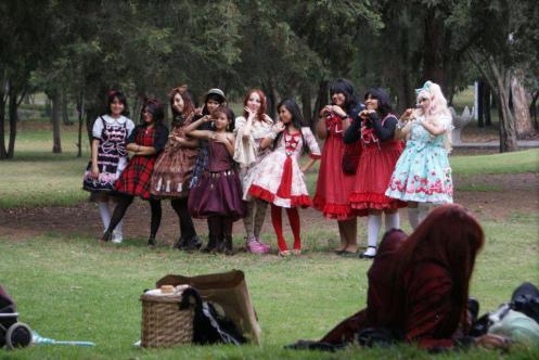 lolitas de picnic en Chapultepec. Fotografía obtenida del Facebook de una de las entrevistadas.
